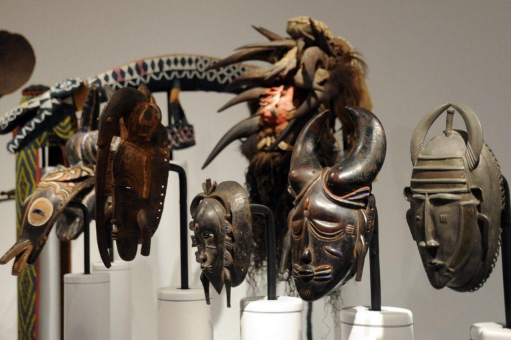 Kolekcja masek afrykańskich